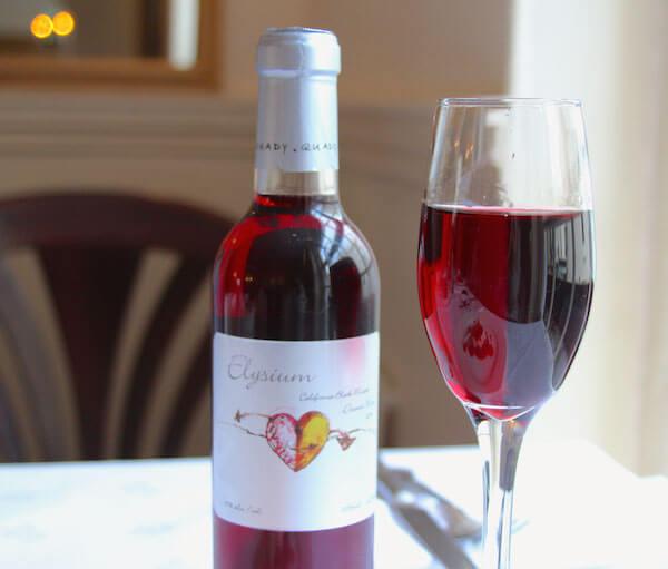 Rượu vang Red Moscato (Black Muscat)