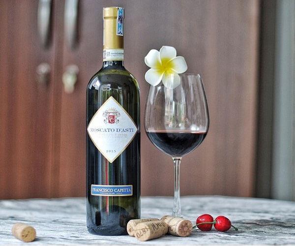 Rượu vang Still Moscato