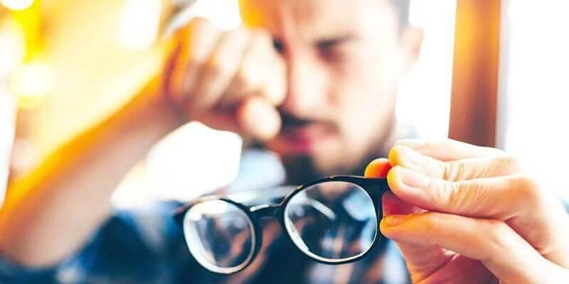 rượu vang giúp ngăn ngừa các bệnh về mắt ở người lớn tuổi