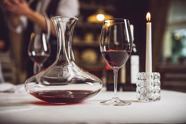 """Uống rượu vang đúng cách - Rượu vang cần """"thở"""""""