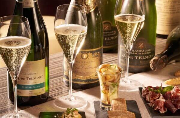 Rượu vang nổ giá rẻ kết hợp với món ăn nào
