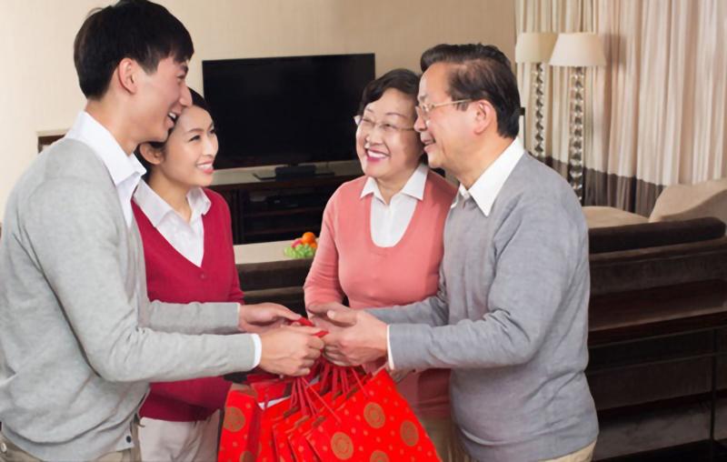 quà biếu tết cho bố mẹ