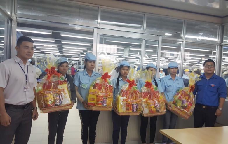 tặng quà tết cho công nhân